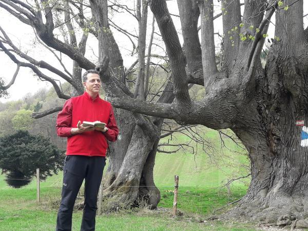 Markus Aman beim Vorlesen beim Naturdenkmal Bärntalerlacke, Eschenau